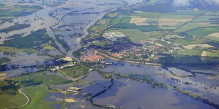 Durch Hochwasser überflutete Landschaft