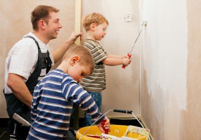 Familie renoviert einen Altbau